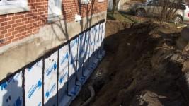 Travaux d'imperméabilisation du mur de fondation à Québec
